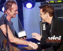 Robert Downey Jr comparece ao American Music Awards 2016 e apresenta homenagem a Sting